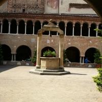 Chiostro e pozzo Basilica Santo Stefano Bologna - Chiari86 - Bologna (BO)