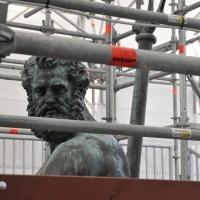 BO - Fontana del Nettuno - Il Gigante durante il restauro - ElaBart - Bologna (BO)