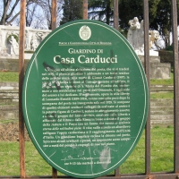 Monumenti nel giardino di Casa Carducci