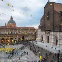Piazza Maggiore durante una manifestazione di beneficienza - Ugeorge - Bologna (BO)