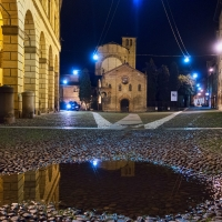 Piazza S. Stefano at night with a puddle in the foreground - Ugeorge - Bologna (BO)