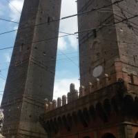 Le due torri a Bologna - Ilariaconte - Bologna (BO)