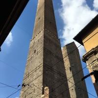 Sotto le due torri - AnniediGiugno - Bologna (BO)