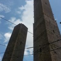 Le due torri a Bologna viste interamente - Ilariaconte - Bologna (BO)
