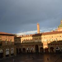 Torre Asinelli, Piazza Maggiore e cupola di S. Maria della Vita con arcobaleno - Ste Bo77 - Bologna (BO)