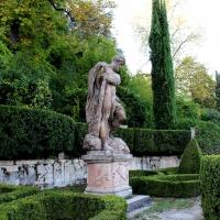 Statue nel giardino di Villa Spada - LunaLinda - Bologna (BO)