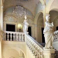 Imola, palazzo tozzoni, scalone con statue in stucco di francesco janssens, 1735 ca. 01 - Sailko - Imola (BO)