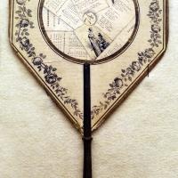 Ventaglio in cartone decorato a collage con lettere, figure e animali animali, manico in legno, 1790 ca - Sailko - Imola (BO)