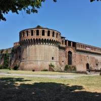 Rocca Sforzesca incorniciata dalle fronde - Boanerges27 - Imola (BO)
