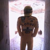 Foto della tuta di Senna esposta alla Rocca ( foto del 25-04-04 024 ) - Paterna Filippo - Imola (BO)