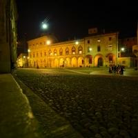 Corte Isolani di notte - Wwikiwalter - Bologna (BO)