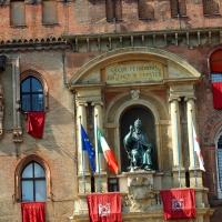 Palazzo d'Accursio - Madonna di Nicolò dell'Arca e statua di Gregorio XIII - MarkPagl - Bologna (BO)