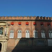 L'ombra della torre del Podestà si staglia su palazzo d'Accursio - Bolorsi - Bologna (BO)