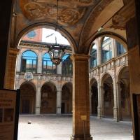 Il cortile dell'Archiginnasio visto dall'entrata - MarkPagl - Bologna (BO)
