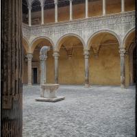 Chiostro del Palazzo Ariosti Bevilacqua - Claudio alba - Bologna (BO)
