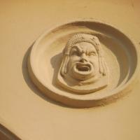 Teatro comunale Ebe Stignani - dettaglio faccia - MauroLattuga - Imola (BO)