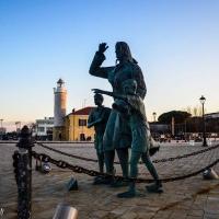 """Piazza Spose dei Marinai e monumento a """"La Ma'"""" - Flash2803 - Cesenatico (FC)"""