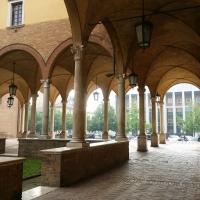 Gli archi e le colonne del chiostro della Basilica di San Mercuriale - Chiari86 - Forlì (FC)