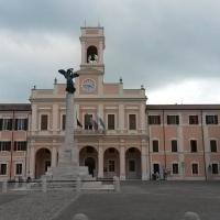 La piazza col Municipio - Marco Musmeci - Savignano sul Rubicone (FC)