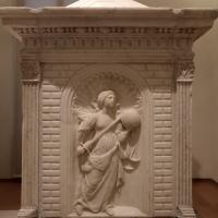 Antonio rossellino, sarcofago del beato marcolino amanni, 1458, da s. giacomo in s. domenico a forlì, virtù, giustizia 01 - Sailko - Forlì (FC)