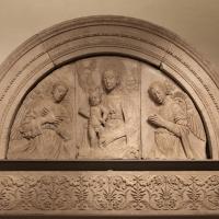 Gregorio di lorenzo, madonna col bambino tra due angeli, da duomo di forlì, porta della canonica, 1490-1510, 01 - Sailko - Forlì (FC)