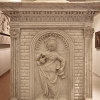 Antonio rossellino, sarcofago del beato marcolino amanni, 1458, da s. giacomo in s. domenico a forlì, virtù, temperanza 01 - Sailko - Forlì (FC)