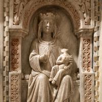 Sarcofago del beato giacomo salomoni, 1340 ca., da s. giacomo apostolo in san domenico, 06 madonna col bambino - Sailko - Forlì (FC)