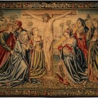 Manifattura fiamminga, arazzo con crocifissone e altre figure, da s, agostino a forlì, 1511-25 - Sailko - Forlì (FC)