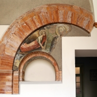 Forlì, santa maria dei servi o san pellegrino, capitolo, frammento di angelo reggicortina e madonna, xiv secolo - Sailko - Forlì (FC)