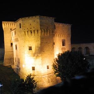 Rocca Malatestiana - Rocca di Cesena in notturna foto di: |Archivio Ufficio Turistico Cesena| - Archivio Ufficio Turistico Cesena