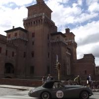 Castello Estense durante il passaggio del Gran Premio Nuvolari 2010 - Tommaso Trombetta - Ferrara (FE)