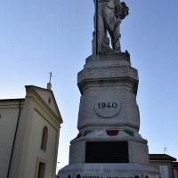 Il monumento e la chiesa - Marianna57 - Goro (FE)