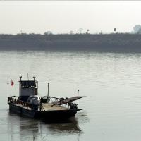 Traghetto sul fiume (foto storica) - Samaritani - Berra (FE)