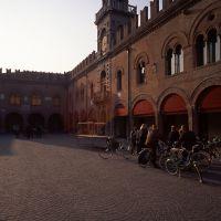 Piazza Guercino con Palazzo del Governatore - zappaterra - Cento (FE)