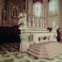 Cattedrale di San cssuano. L'altare - Samaritani - Comacchio (FE)