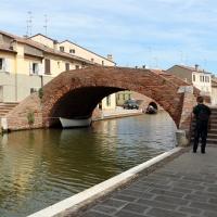Comacchio, canale maggiore presso via san pietro, ponte san pietro 01 - Sailko - Comacchio (FE)