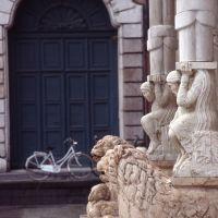 cattedrale, particolare del protiro - zappaterra - Ferrara (FE)