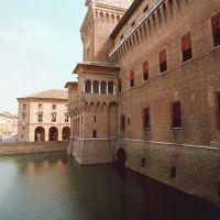 Castello Estense con scorcio del fossato - Baraldi - Ferrara (FE)