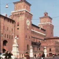 Castello Estense visto da Piazza Savonarola - Rebeschini - Ferrara (FE)