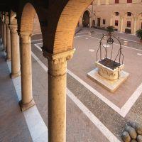 Castello Estense. Cortile visto dalla scala elicoidale - baraldi - Ferrara (FE)