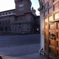 castello estense visto dall'angolo di corso giovecca - zappaterra - Ferrara (FE)