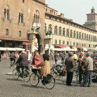 Ferarra, Piazza della Cattedrale - Samaritani - Ferrara (FE)