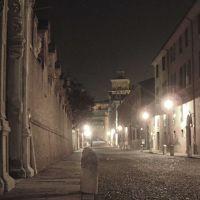 veduta notturna di Corso Ercole I d'Este - corbelli - Ferrara (FE)
