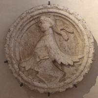 Bassorilievo con morione e stemma, da casa bozzoli a ferrara, 1390 ca - Sailko - Ferrara (FE)