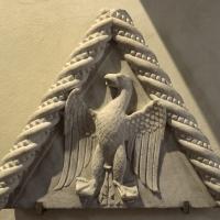 Aquila araldica con vecchio stemma di borso d'este, xv secolo - Sailko - Ferrara (FE)