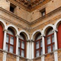 Palazzo Costabili detto di Ludovico il Moro - Particolare Angolo cortile d'onore - Andrea Comisi - Ferrara (FE)