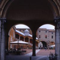 piazza municipale vista da via Garibaldi - zappaterra - Ferrara (FE)