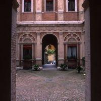 Palazzo Naselli Crispi, cortile d'onore - zappaterra - Ferrara (FE)