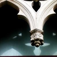 Particolare di una bifora in marmo d'Istria - AlessandroB - Voghiera (FE)