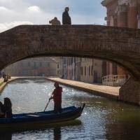 Sotto il ponte, sopra il ponte - Ugeorge - Comacchio (FE)